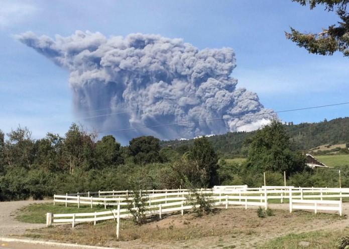 noticias internacional volcán calbuco hace erupción por 3a vez