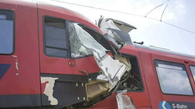 noticias internacionales chocan trenes en austria
