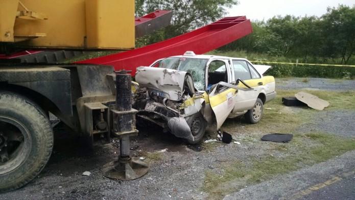 noticias monterrey taxista muere al estrellarse con grúa