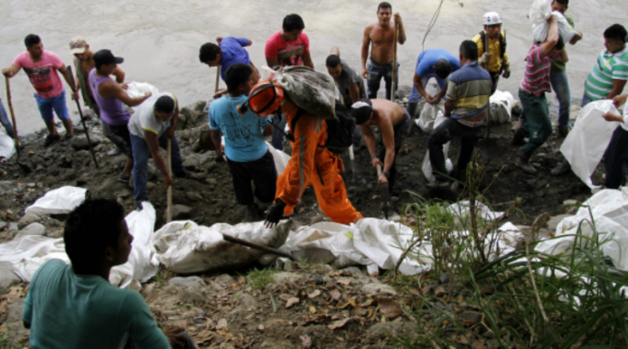 noticias internacional buscan a 16 hombres atrapados en mina
