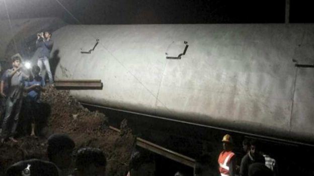 noticias internacional descarrlia tren en india