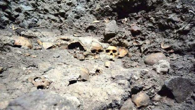 Especialistas del INAH descubrieron 'El Gran Tzompantli' de México- Tenochtitlan en el Centro Histórico