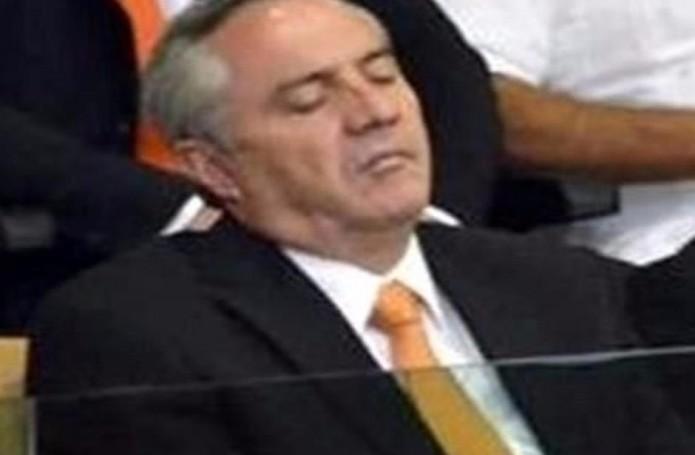 gregorio-martinez-alcalde-se-duerme-en-congreso