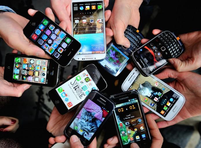 ¿Con qué mano debemos usar el celular?- Gregorio Martínez.
