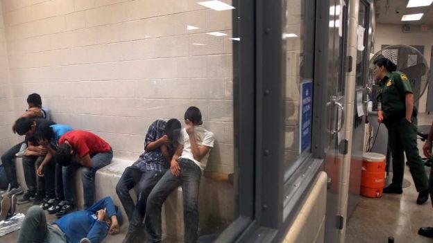 CIDH pide a EU detener deportación de niños mexicanos