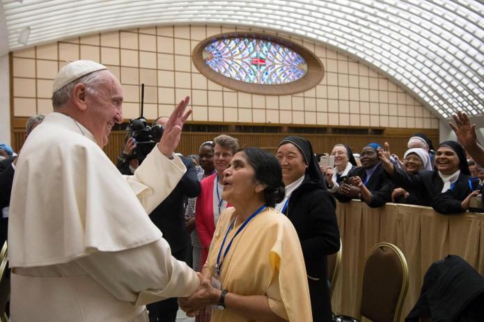 El Papa en su reunión este jueves con las madres superioras.