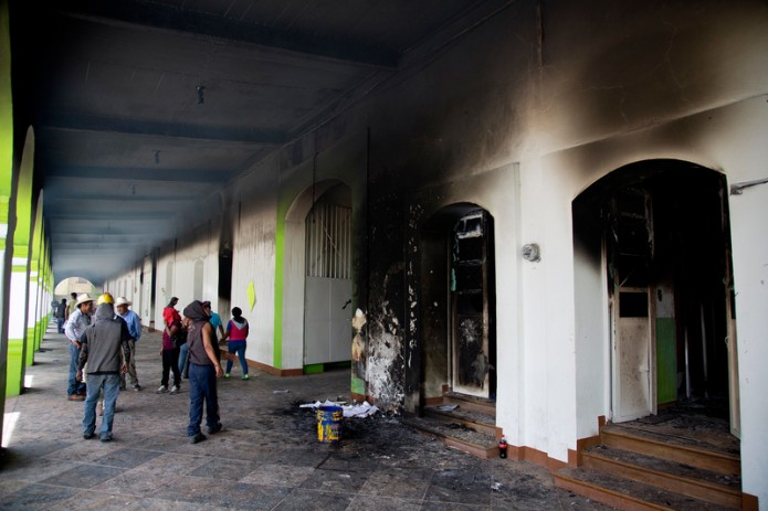 Tras las protestas de los maestros de la CNTE, quemaron varios establecimientos y oficinas, entre ellas la presidencia municipal de Nochixtlán en Oaxaca.