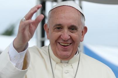 En comida íntima el Papa bromea y conversa con jóvenes del mundo - Gregorio Martínez