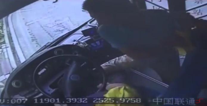 Muere conductor al volante en China- Gregorio Martínez.