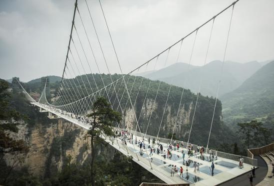 Puente de cristal en China- Gregorio Martínez.