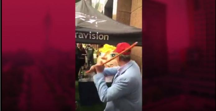 Fox golpea piñata de Donald Trump- Gregorio Martínez.