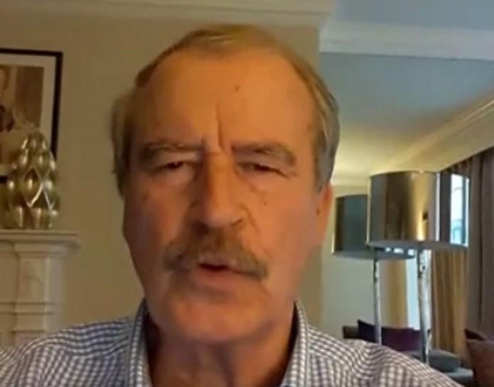 Vicente Fox le va a Hillary- Gregorio Martínez.