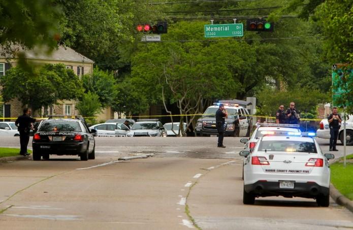 Los hechos fueron reportados poco después de las 06:30 horas locales en el estacionamiento del centro comercial Randalls, en el sureste de la ciudad. Foto: Cortesía