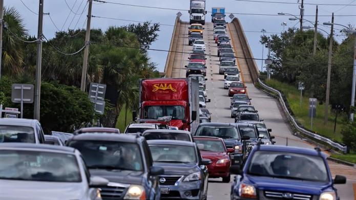 Las mayores evacuaciones en el país desde que el huracán Sandy azotó la costa atlántica hace cuatro años