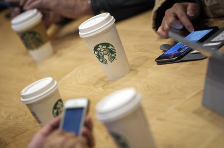 Pronto le podrás pedir un café de Starbucks a Siri