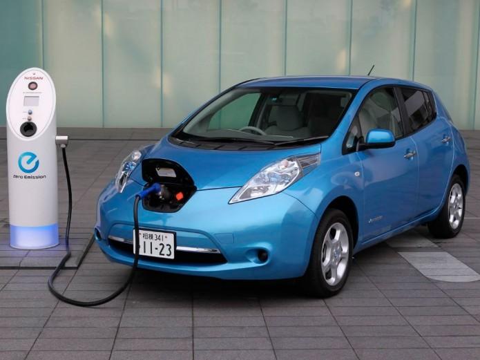 Gobierno federal exenta de aranceles a autos eléctricos