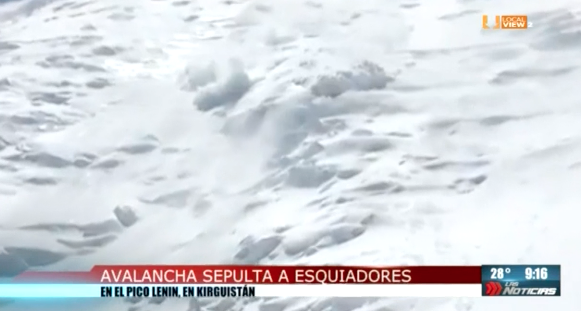 Impresionantes imágenes de una avalancha de nieve en Kirguistán. Ocho escaladores sobrevivieron de milagro