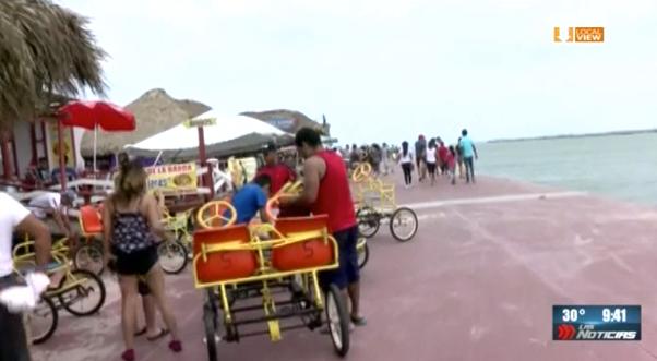 Familias regiomontanas acuden a Playa Miramar, al sur de Tamaulipas
