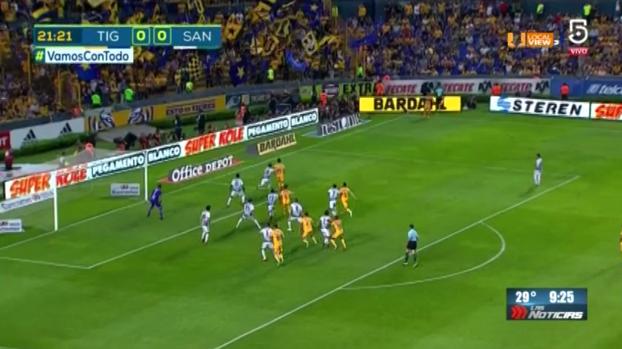 Estos son los dos goles que anotó Tigres a Santos, anoche en el Estadio Universitario