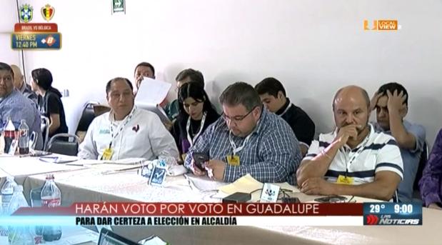 Cuentan voto por voto en la elección para alcalde de Guadalupe. Y transcurre lento el cómputo final de Monterrey