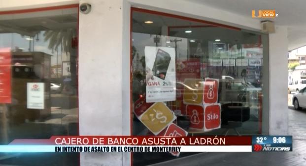 Cajero de banco asusta a ladrón en el Centro de Monterrey
