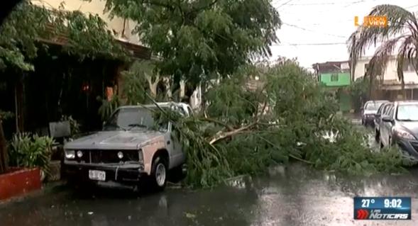 Otra jornada de tormenta y caos en la zona metropolitana de Monterrey