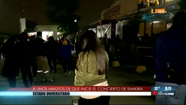 Este es el ambiente que se vivió anoche en el Estadio Universitario, previo al concierto de Shakira