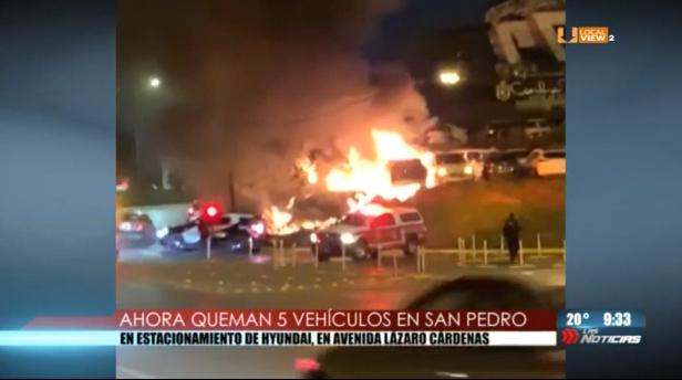 Investigan el incendio de automóviles registrado anoche en San Pedro Garza García. #SPGG